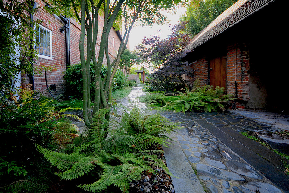 Japanese surrey country garden design for Space landscape construction adelaide