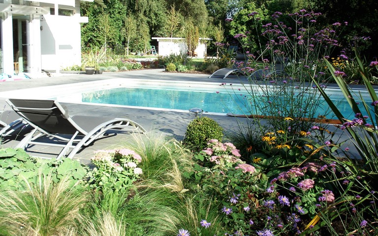 Surrey-garden-designers-swiming-pools-huf-house