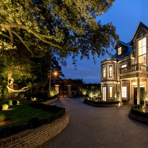 Garden-designers-garden-lighting-scheme-surrey-hampshire-london